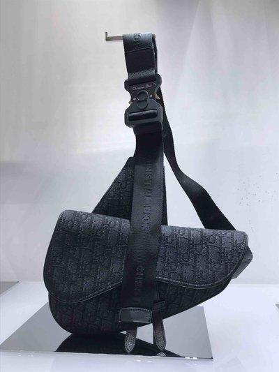 Dior Homme - Sacoches pour HOMME Saddle oblique online sur Kate&You - 1ADPO093YMJ K&Y1728
