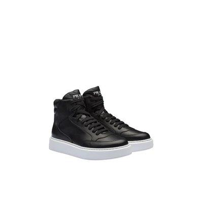 Prada - Sneakers per UOMO online su Kate&You - https://www.prada.com/fr/fr/men/ready_to_wear/t-shirts_and_polo_shirts K&Y2183
